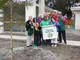 Sarasota Garden Club - Planting a tree for Habitat for Humanity